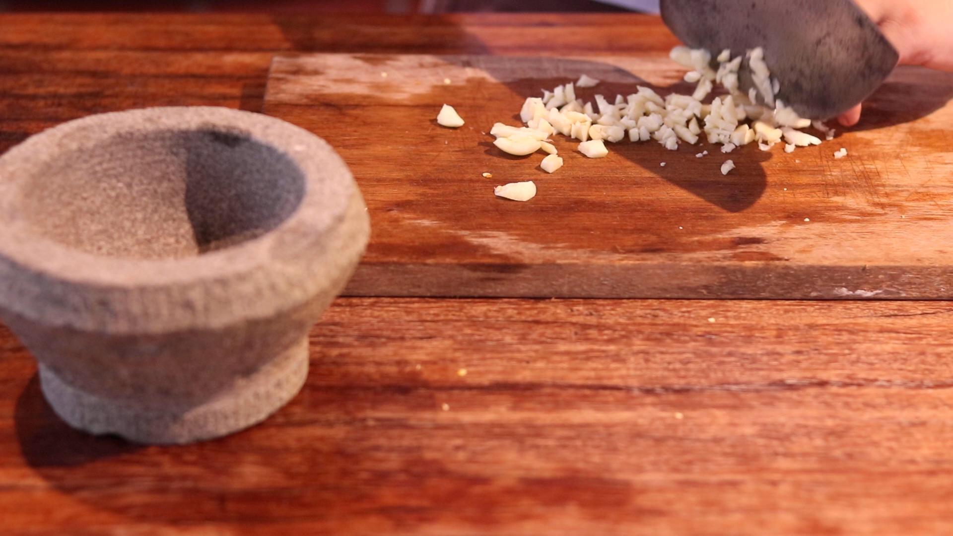 Garlic-Chopped-Pad-Kra-Prao