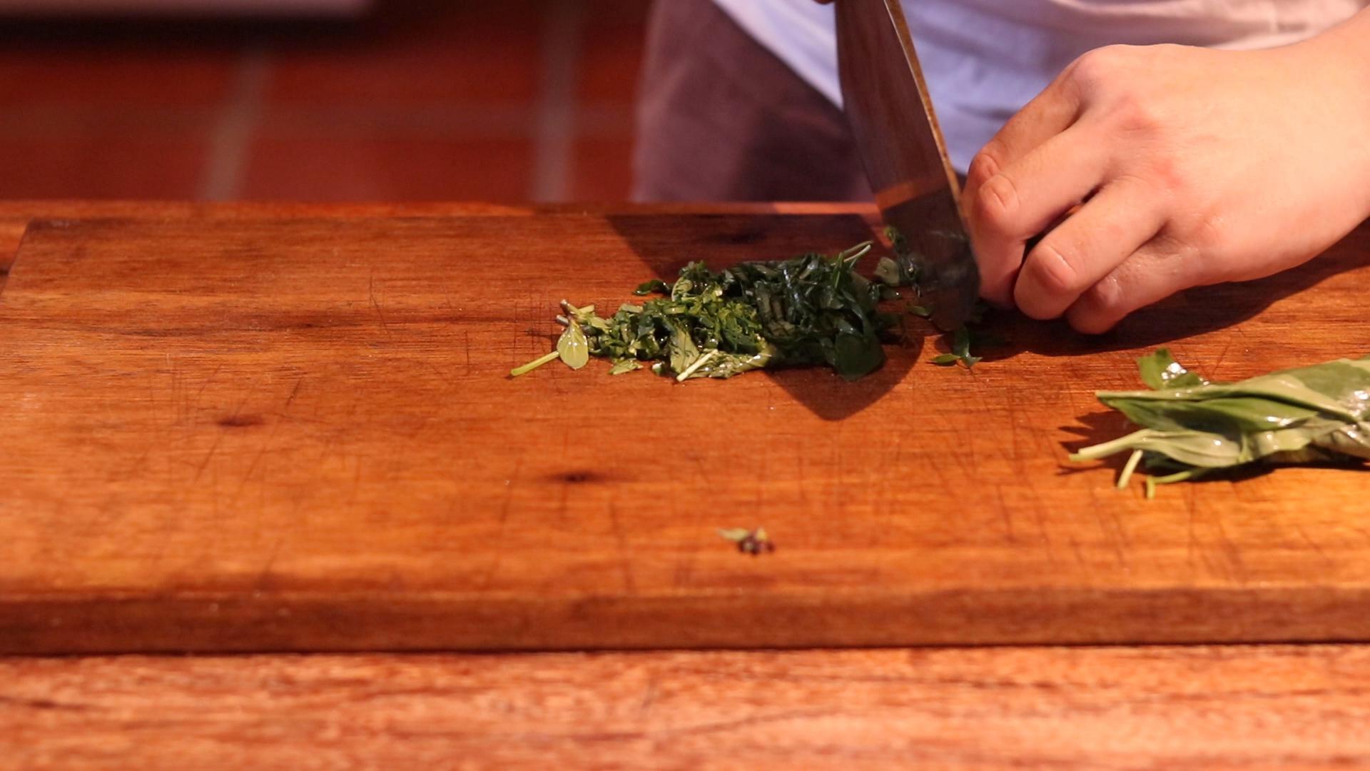 Thai-Basil-Leaf-Chopped-Pad-Kra-Prao